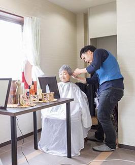 訪問美容とは高齢者や介護のためのサービスとその効果に注目