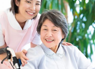 介護福祉士ってどんな資格?社会福祉専門職の介護に関する国家資格